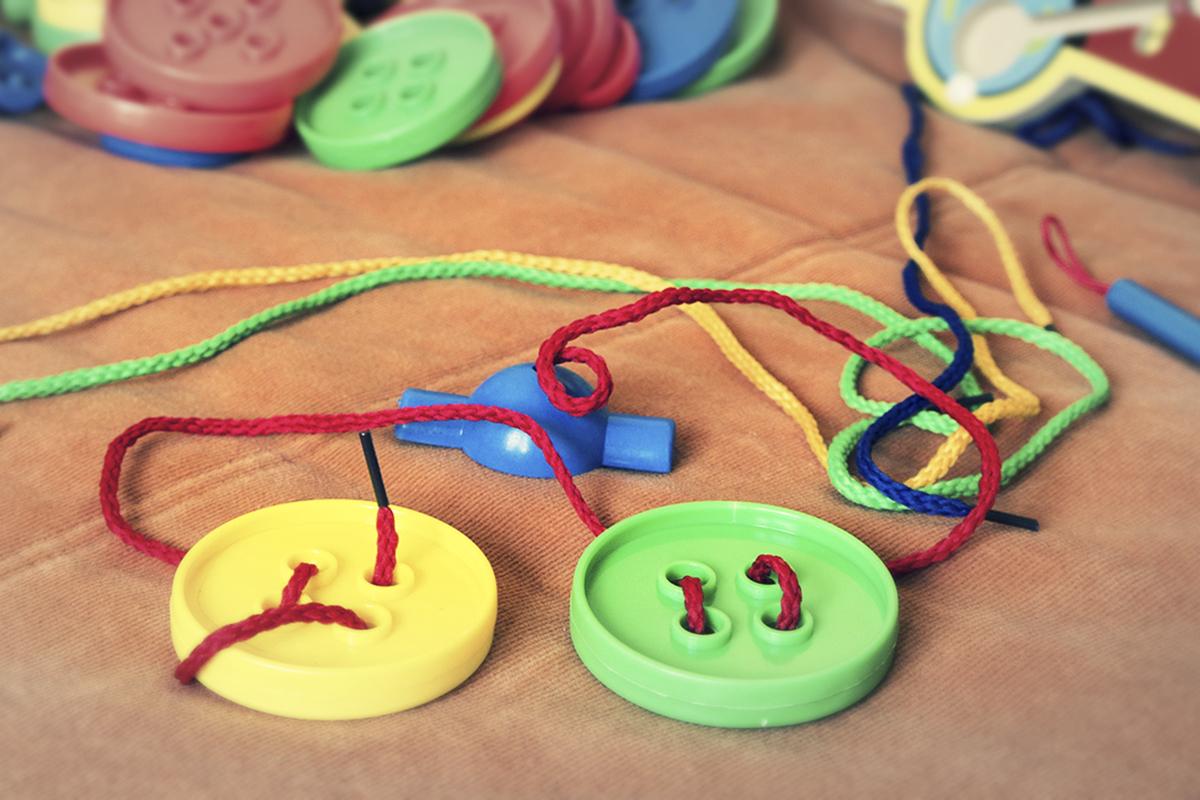 Fajne i niedrogie zabawki i zabawy sensoryczne