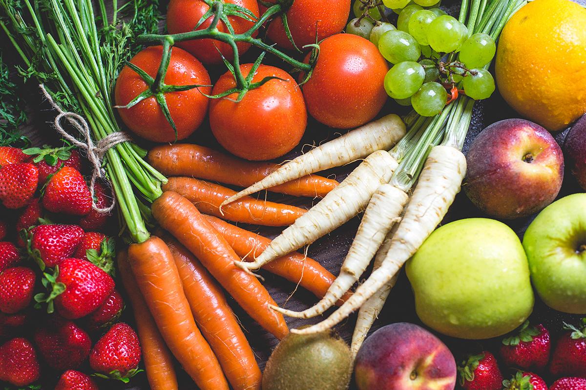 """Kiedy przepłacasz za """"eko"""" żywność? Poznaj Czystą 15-kę i Parszywą 12-kę warzyw i owoców"""