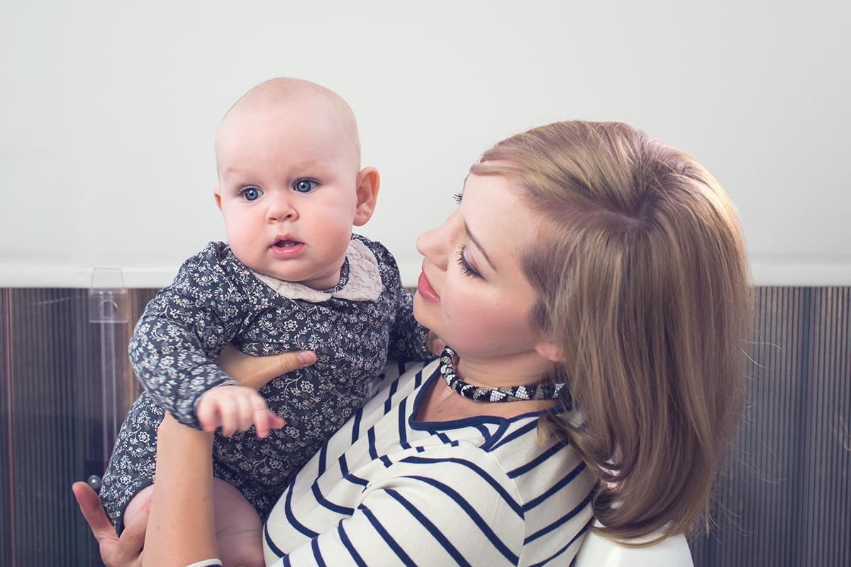 Czy silna więź z rodzicami może zahamować rozwój samodzielności dziecka? Fenomen rodzicielstwa bliskości