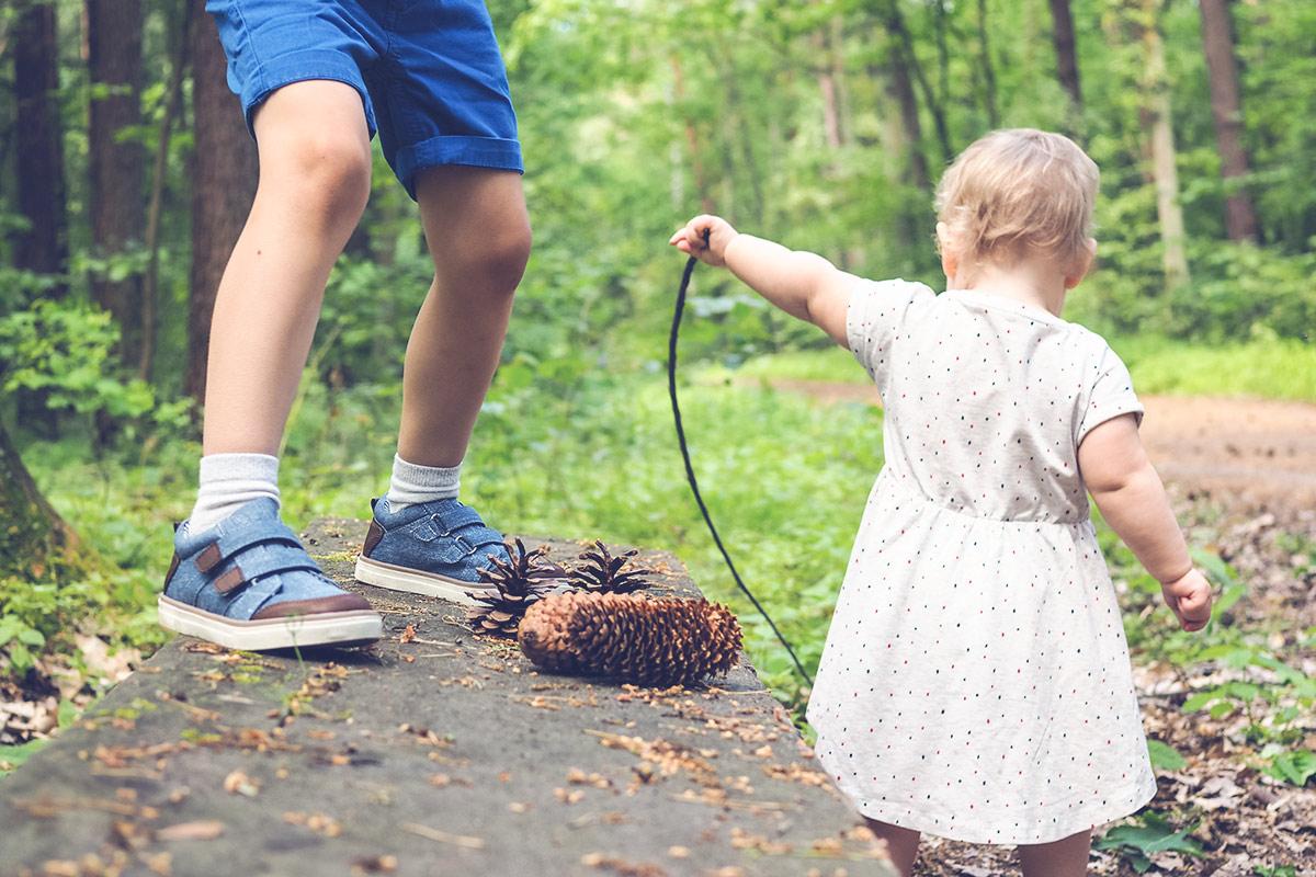 Jak ubranie może wpływać na samodzielność, rozwój motoryczny i odporność dziecka?