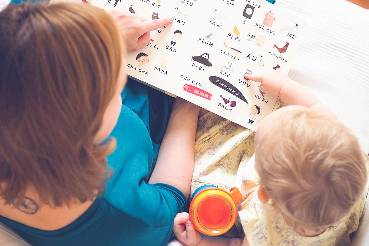 Jak rozmawiać z niemowlakiem: w języku dzieci czy dorosłych? Co nauka mówi na ten temat?